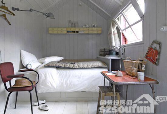 设计重点:凹墙   编辑点评:卧室与工作区结合在一起,但又相对