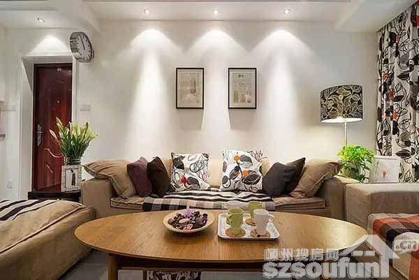 户主是一对小年青夫妻,比较崇尚自由,装修风格定义的是现代简约,整体以黑白灰为主打色,将80平的小户型装成了充满爱的两室两厅! 房子面积:80平米房子 户型:两室两厅 装修风格:现代简约风格 客厅  先来一张客厅效果图。  格子布艺沙发是客厅的主体,角落里的落地台灯也选用了黑白搭配的颜色,和家里的主色调完美结合。 餐厅  餐厅紧挨厨房和玄关,通顶玄关柜也增加了储物空间。  餐桌上面的小吊灯很文艺,洒下来的淡黄色灯光让进食气氛变得很温馨。 卧室  由于空间有限,卧室没有放很多物品,打造了一个原木色衣柜,和床头
