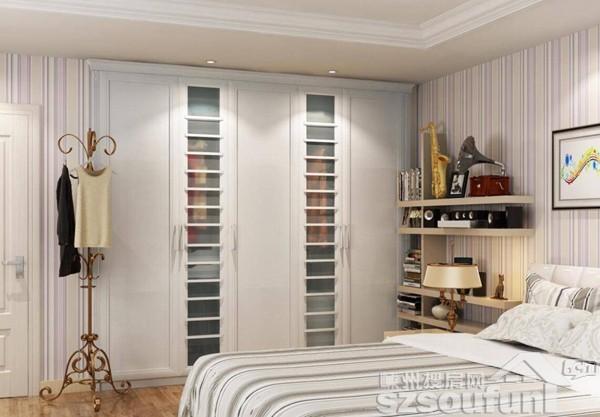 1,直接做推拉门衣柜,这样可以避免柜门不能完全打开的尴尬.